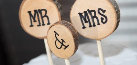 BGH: Ehegatte kann durch Ehevertrag wirksam auf Verzicht der Fortführung des Ehenamens im Scheidungsfall verpflichtet werden