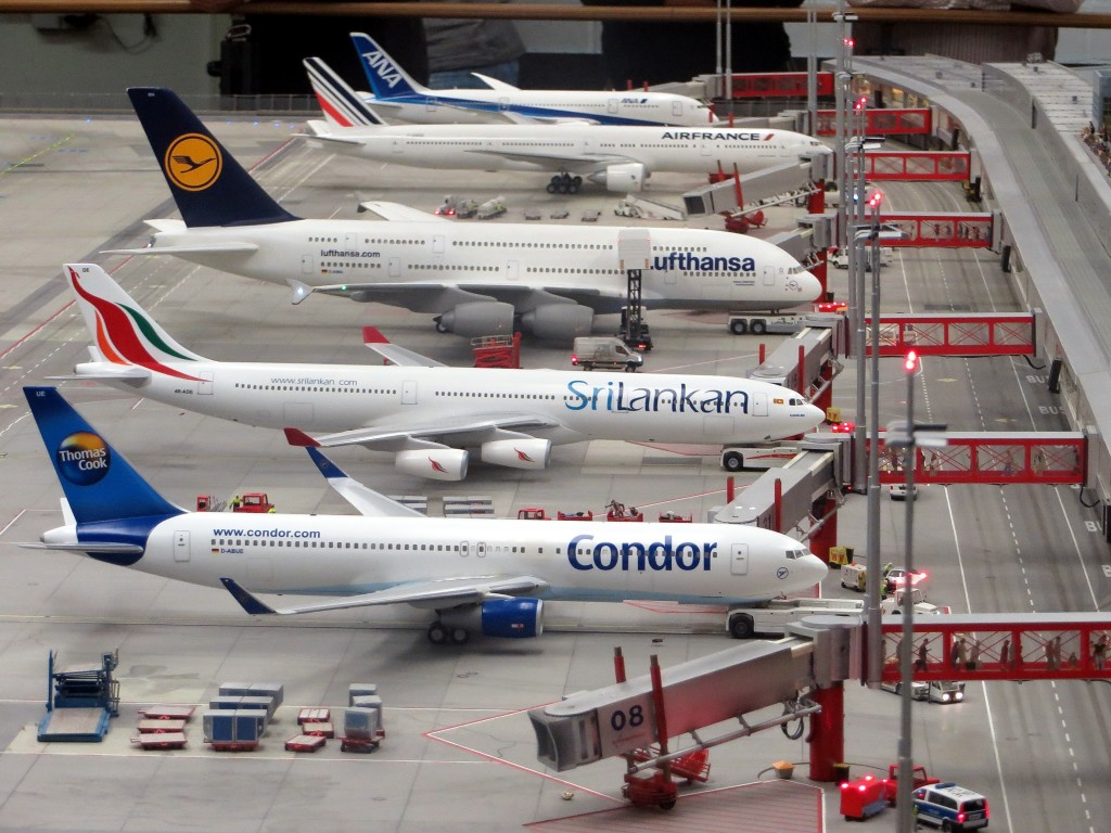 model-planes-airplanes-miniatur-wunderland-hamburg-163792